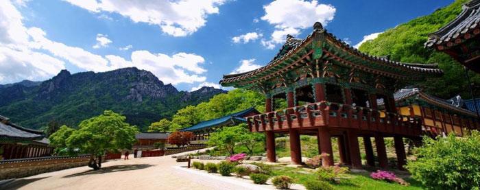 Shinheungsa-Temple.jpg