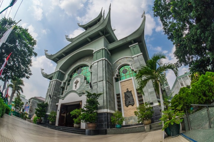 ba chuong three bells shaped pagoda church